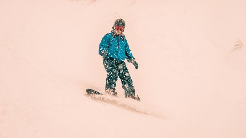 Foreigner Snowboarding in Japan | FAIR Inc